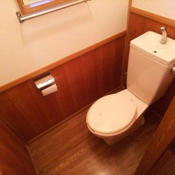 トイレまで色調が統一されています。綺麗!