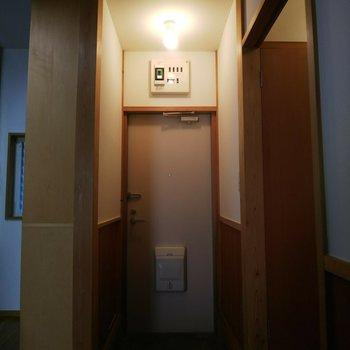 玄関スペースはスリムです。