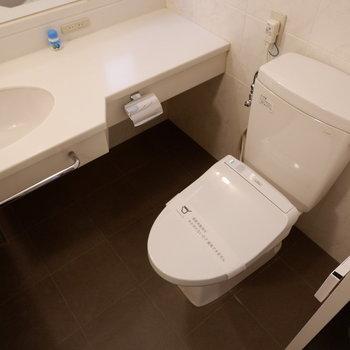 トイレも浴室と同室になります。
