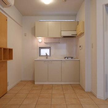キッチンは土間スペースにあります。