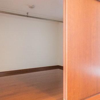 お部屋の収納スペース※写真は1階の同間取り別部屋のものです