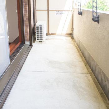 ひろーいバルコニー※写真は1階の同間取り別部屋のものです