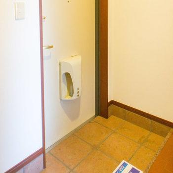 玄関もゆったりしていますね。※写真は1階の同間取り別部屋のものです