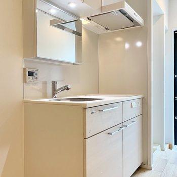 キッチンは玄関側に。洗面台としても◎※写真は前回募集時のものです