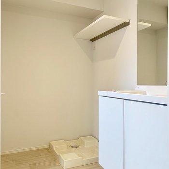 隣に洗濯機置き場。※写真は前回募集時のものです