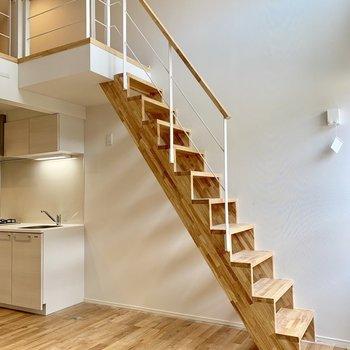階段をのぼって、いざロフトへ。※写真は前回募集時のものです
