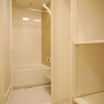 左向いて洗濯機置き場もここに ※写真は前回募集のものです。