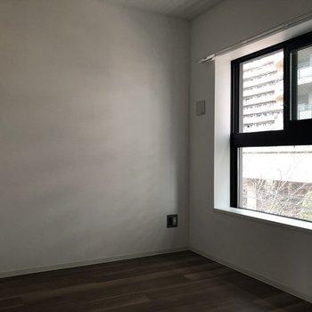 窓はおっきめ。※写真は3階の同間取り別部屋、通電前のものです