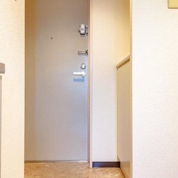 カクカク玄関。※写真は6階の同間取り別部屋のものです