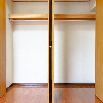 戸は2つですが、大きめな1つのクローゼットです。※写真は6階の同間取り別部屋のものです