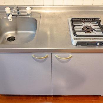 1口ガスコンロのキッチンです。※写真は6階の同間取り別部屋のものです
