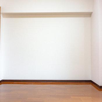 洋室は7帖ほどの広さです。※写真は6階の同間取り別部屋のものです