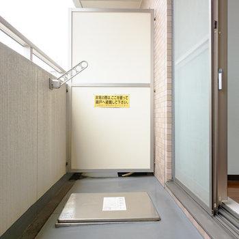 外干し十分なバルコニーです。※写真は6階の同間取り別部屋のものです