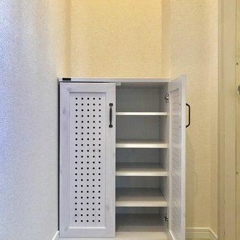 玄関収納。天板に鍵や印鑑などを置くスペースつくれそう。