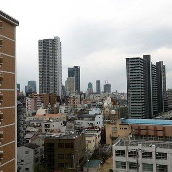 西側からは、梅田の高層ビル街がチラリと見えるくらい、都心に近いんです。