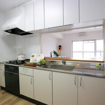 キッチンはこの広さ!みんなで料理が楽しめそう。