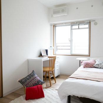 こちらは真ん中の5畳の洋室(3)