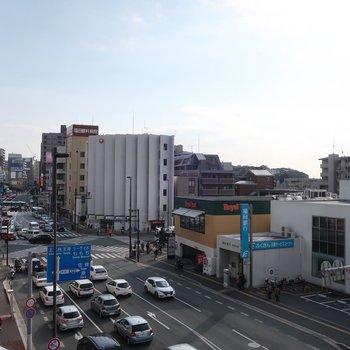 大通りをまっすぐ進むと藤崎駅!近〜い!