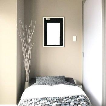 引き戸の奥はコンパクトなベッドルームとして使ってね。※写真は7階の同間取り別部屋、モデルルームのものです