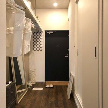 廊下も雰囲気ばっちり!※写真は7階の同間取り別部屋、モデルルームのものです