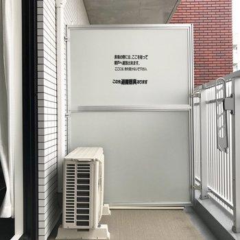 バルコニーはワイドなタイプ。※写真は7階の同間取り別部屋、モデルルームのものです