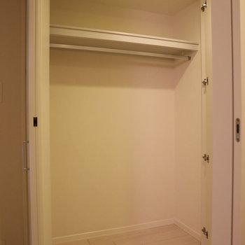 廊下にある収納。結構な容量!