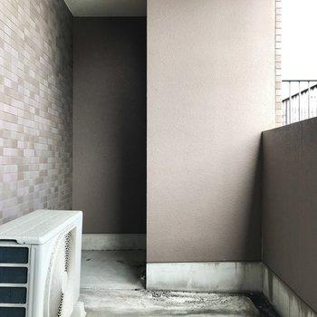 2階のバルコニーはDIYでアンティークガーデン風にね!