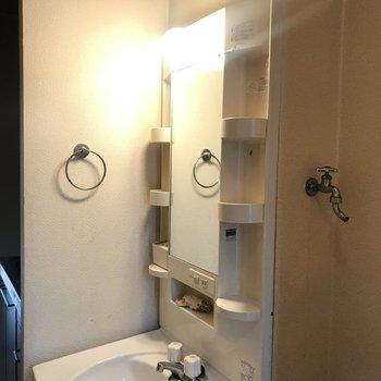 洗面台は鏡と棚の部分を交換◎