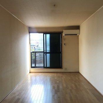 お部屋の広さはこんな感じ。※工事前の写真です。