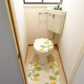 キレイなトイレ。窓があるから換気できるね!