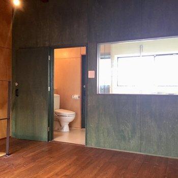 1階と同様にグリーンの塗装※写真は同タイプ別室のものです