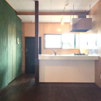 堂々たるカウンターキッチン※写真は同タイプ別室のものです