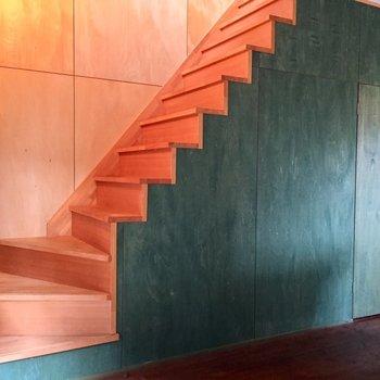 ではこちらから2階へ※写真は同タイプ別室のものです
