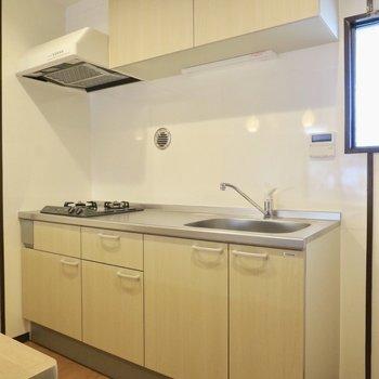 キッチン横には冷蔵庫も置けますね!