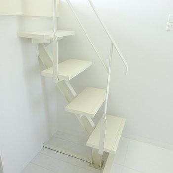 鉄骨デザインの階段がオシャレ