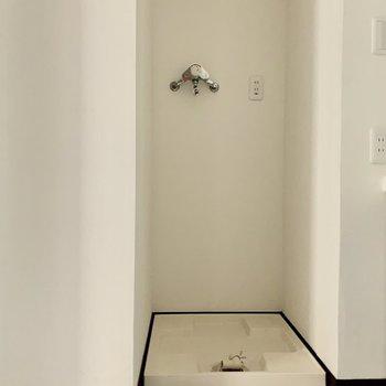 洗濯機置場は洗面所横