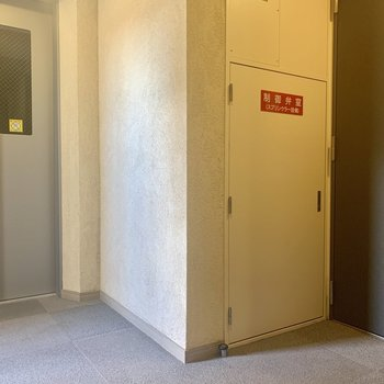 お部屋はエレベーターのすぐそば
