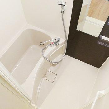 【2F】お風呂場!少し狭めでしょうか?清潔感があります!