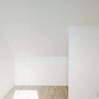 【3F】ベッドルームは最上階なので、日がたっぷり入りますよ
