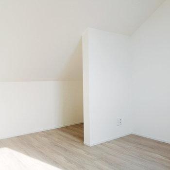 【3F】こちらがベッドルーム。奥のくぼみは収納に活用したいですね