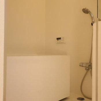 【3階】バスルームはシンプルに。清潔感もあって◎