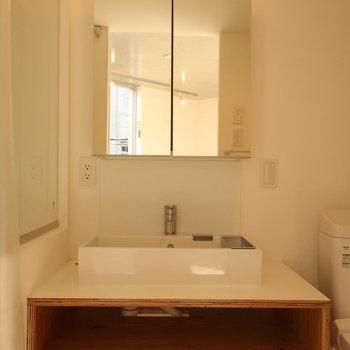 【3階】独立洗面台の雰囲気もいい感じです