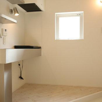 【2階】キッチンもねこちゃんにやさしいIHコンロ。