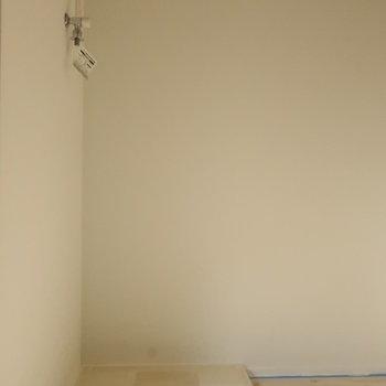 【2階】キッチンの後ろに洗濯機置場があります〜