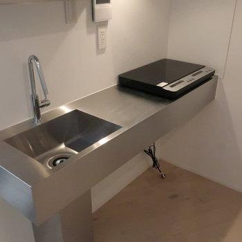 【2階】調理スペースもしっかり。※同じ設備の別部屋のものです。