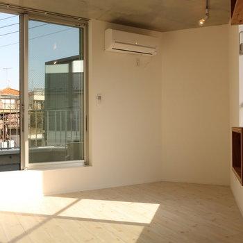 【3階】居室は2面採光で風通しも◎