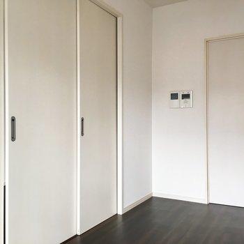 扉をしめて、空間わけてもいいですね。