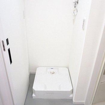 お風呂出たところに洗濯機置き場がありました〜。動線◎