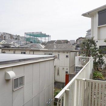 お部屋からの眺望です。1階ですが、少し高台にあるので、遠くまで見渡せます!