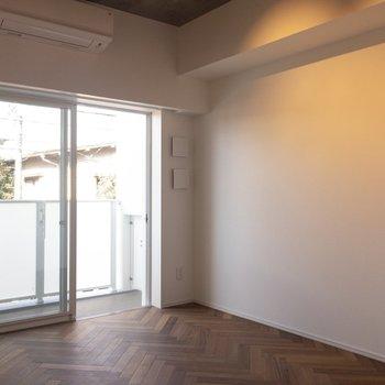 明るい◎ ※写真は2階の同間取り別部屋のものです。